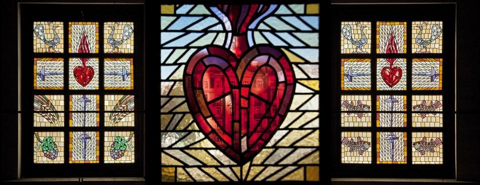 Kostel Nejsvětějšího Srdce Páně Praha vitráž